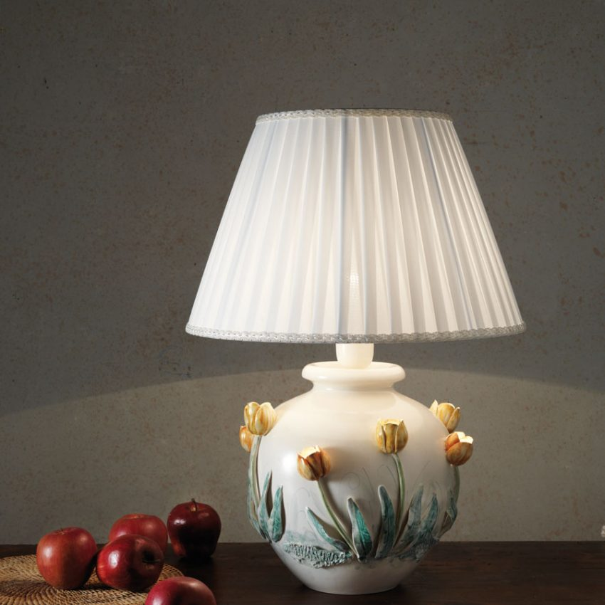 Table lamp with decorated Tulips